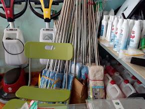 Máy móc, dụng cụ, hóa chất dọn vệ sinh